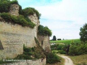 Chateau-de-Chinon-and-vineyard