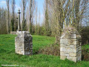 Colonne-du-Guesclin-and-pillars-La-Motte-Broons