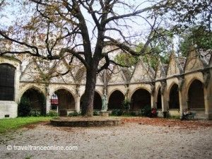 Saint-Severin-Church-garden-1