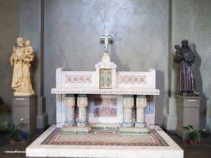 Saint Jean de Montmartre Church - small altar