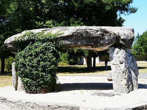Perigord-Limousin Regional Nature Park - Dolmen near Brantome