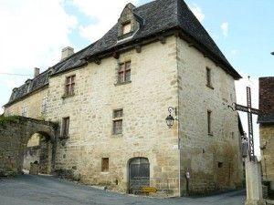 500px-Saint-Robert_-_Chateau_Verneuil