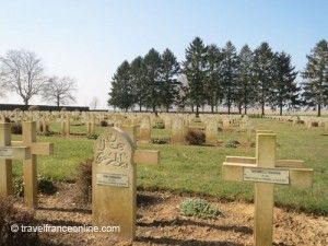 Cerny-enLaonnois-French-war-cemetery-Muslim-graves