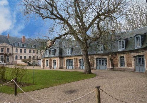 Abbaye-de-Valloires-main-courtyard