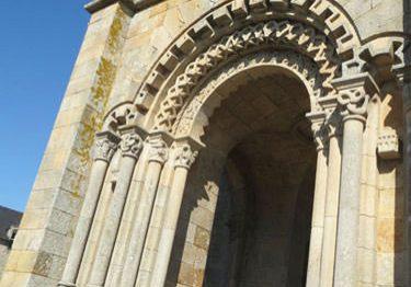 Eglise Saint Malo d'Ivignac la Tour - Sculpted porch