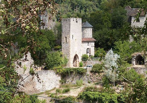 Peyrusse-le-Roc-La_Porte_de_la_Barbacane