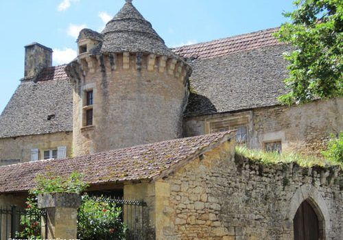 Traveling-to-the-Dordogne-from-the-UK-castle
